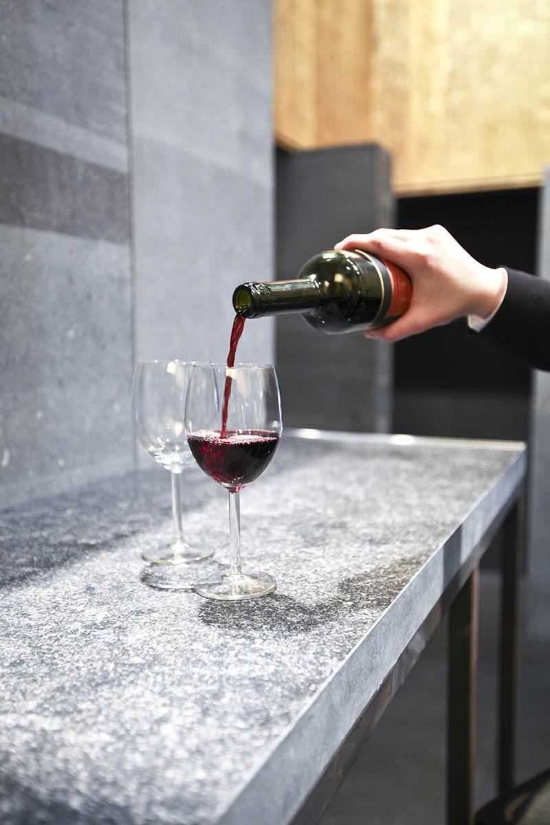 aanrecht natuursteen wijn over ons